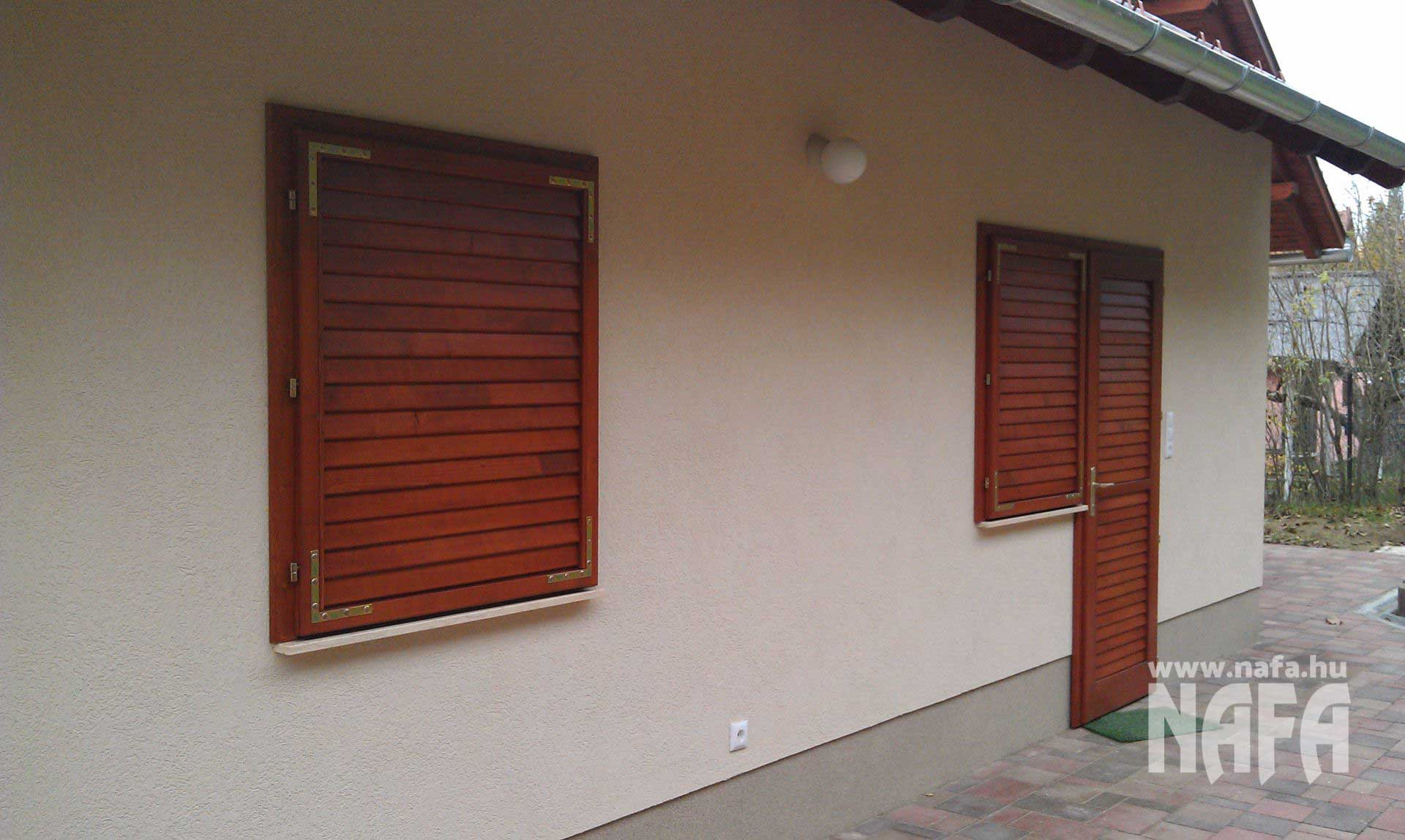 Zsalugáter ablak és ajtó egyedi festett, Orfű Nyaraló