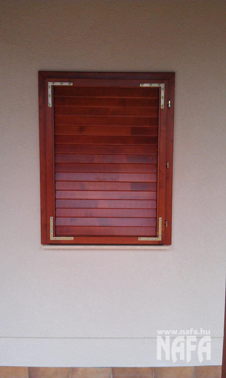 Zsalugáter ablak egyedi festett, Orfű Nyaraló