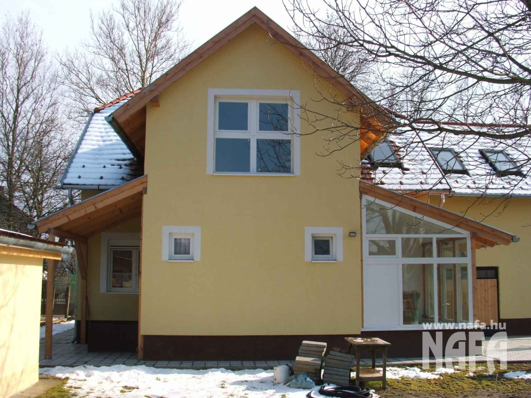 Műanyag nyílászárók, egyedi ablakok és ajtó, Kaposvár Családiház