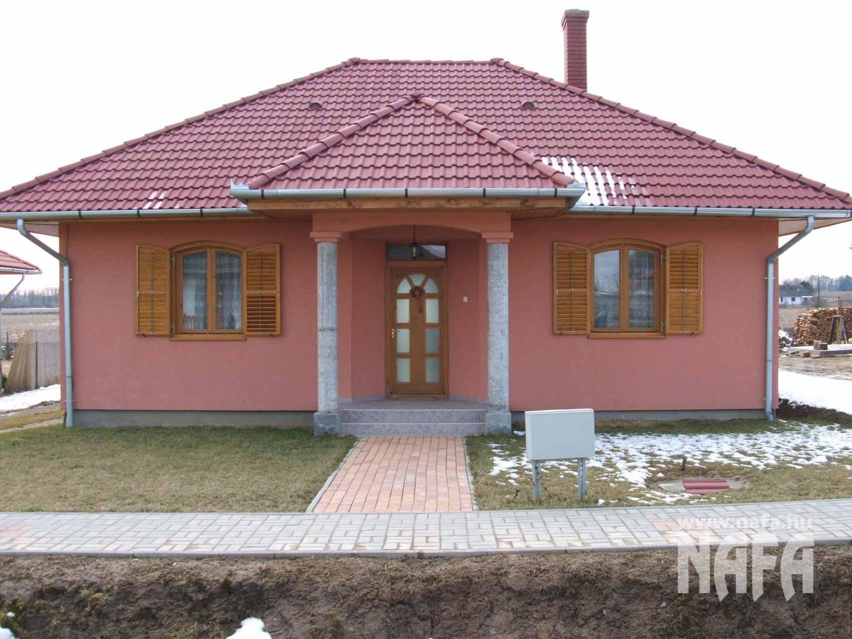 Fa nyílászárók, egyedi festett bejáratajtó, Kaposvár Családiház