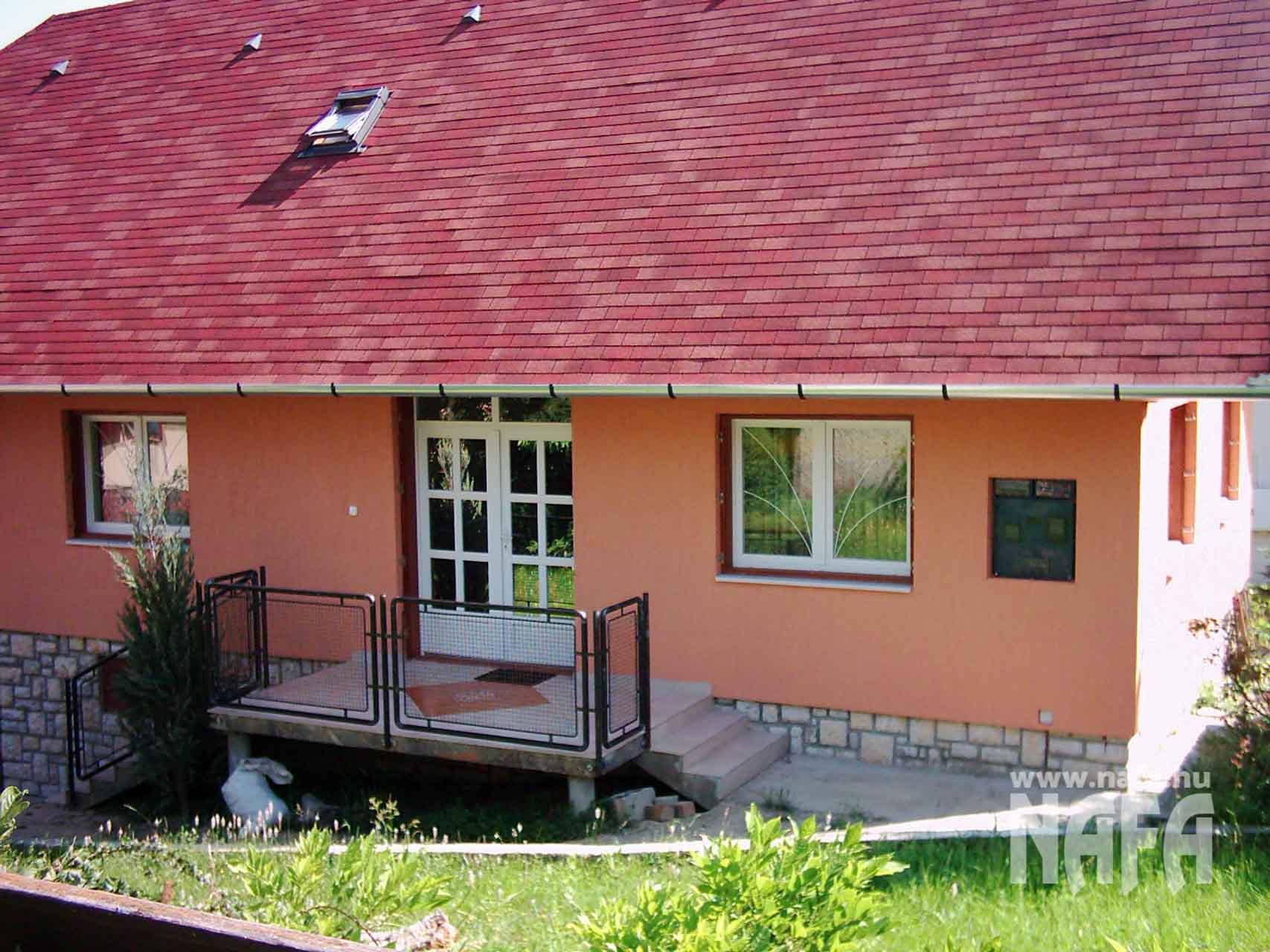 Műanyag-nyílászárók-egyedi-ablakok-és-ajtó-Balaton-Családiház