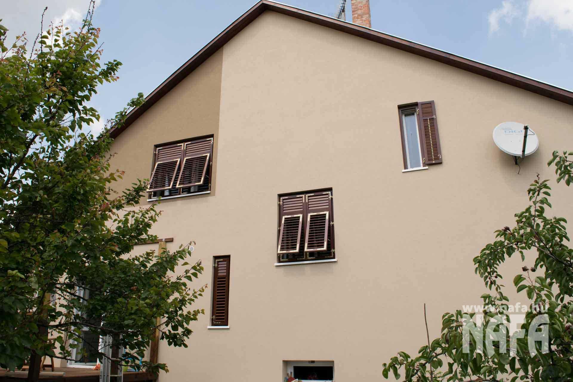Mediterrán zsalus ablak egyedi festett, Budapest Családiház