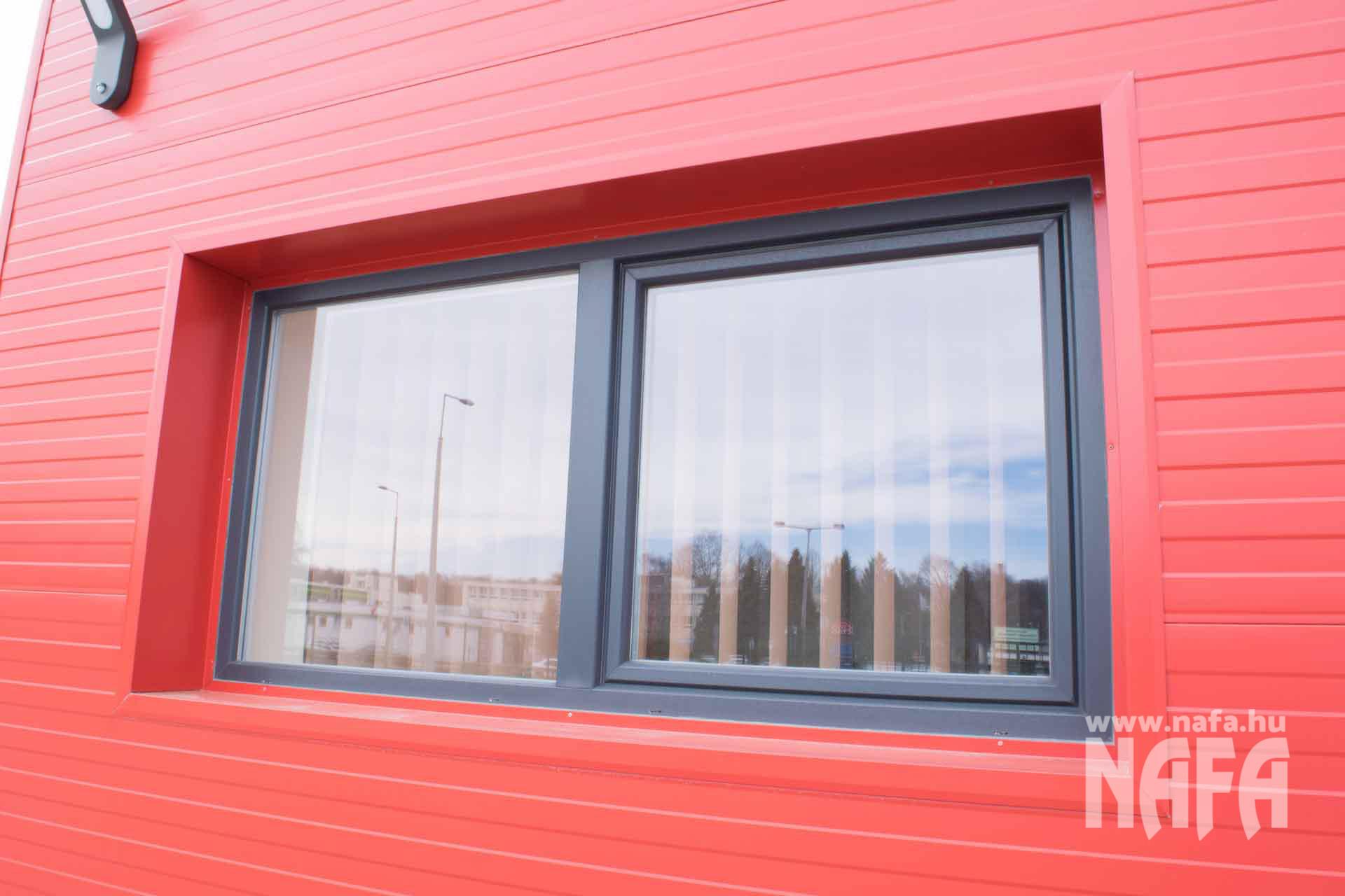 Műanyag nyílászárók, egyedi ablakok és ajtó, Kaposvár Irodaház