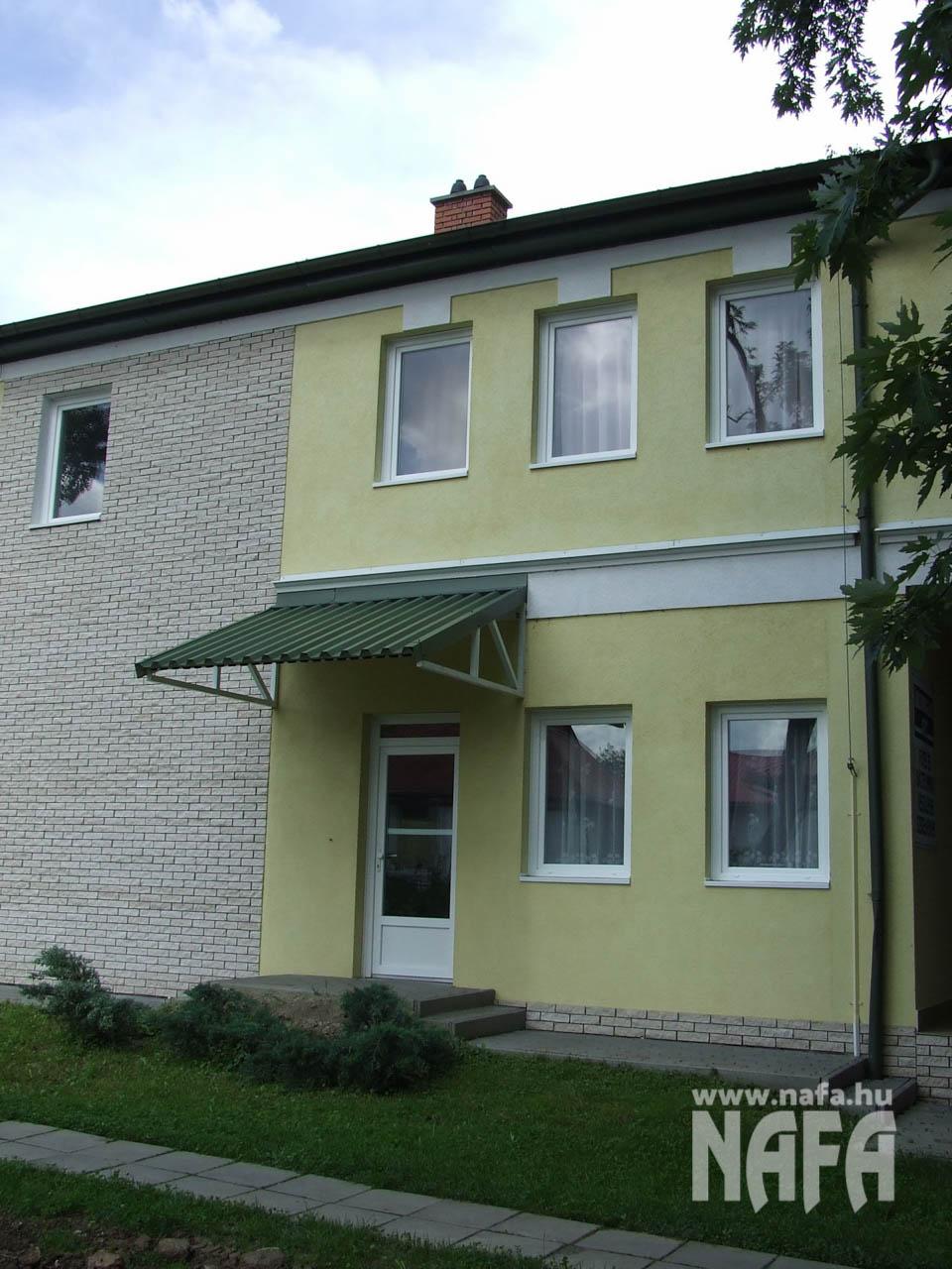 Műanyag nyílászárók, egyedi ablakok és ajtók, Kaposvár Irodaház