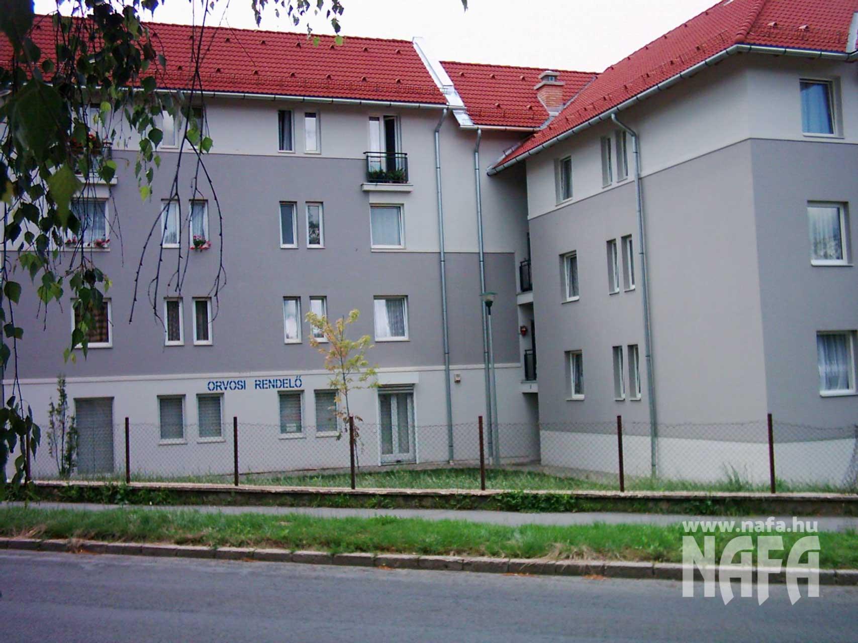 Műanyag-nyílászárók-egyedi-ablakok-és-ajtók-Zalaegerszeg-Társasház