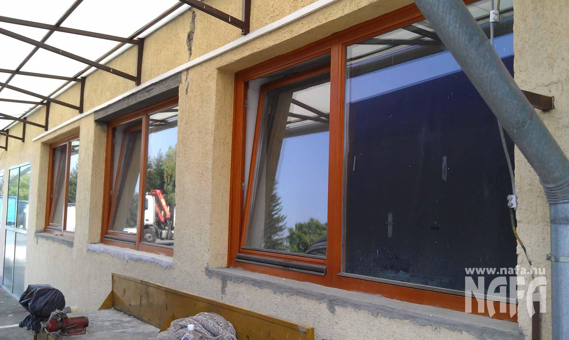 Fa nyílászárók, egyedi festett ablakok, Nagykanizsa Közintézmény