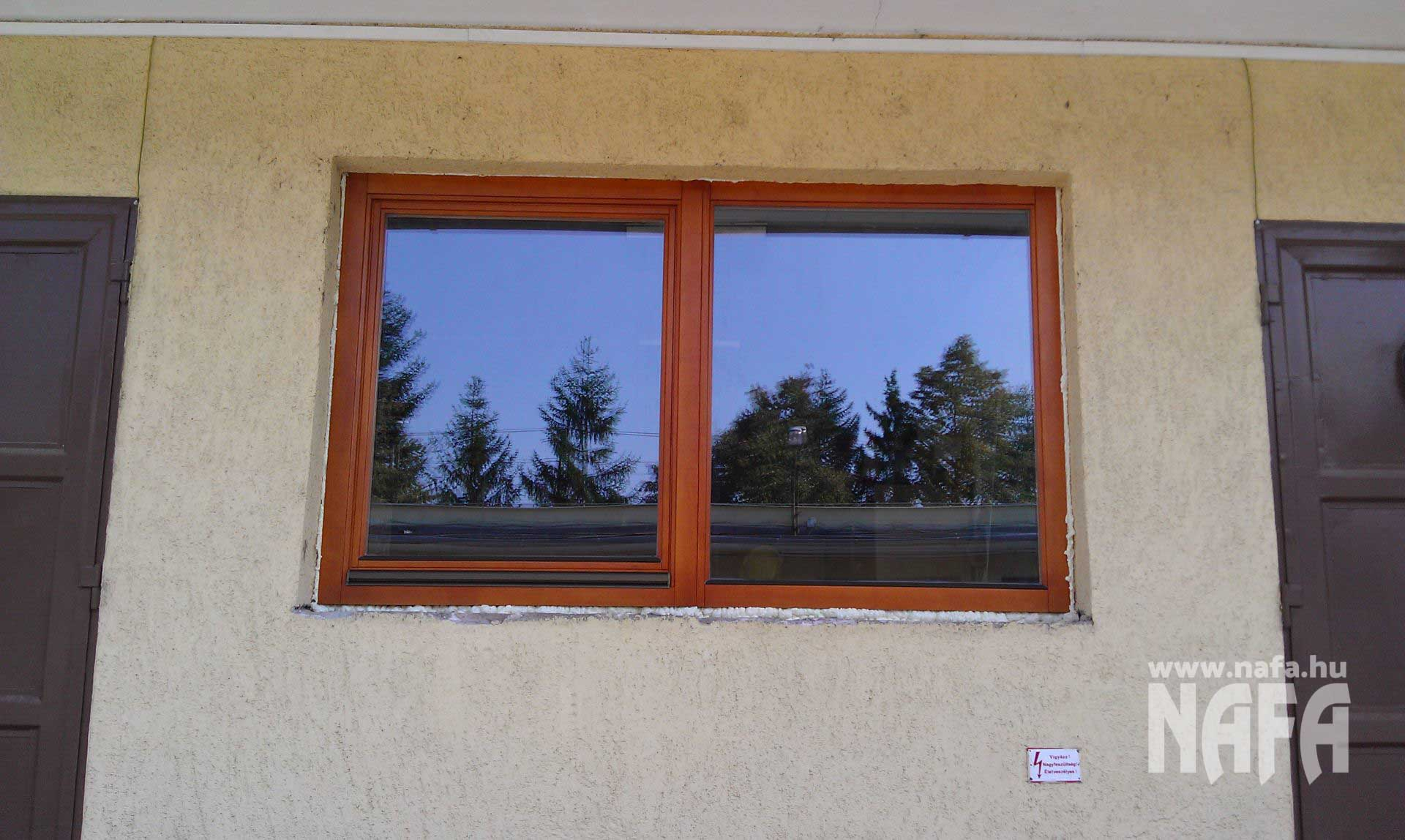 Fa nyílászárók, egyedi festett ablak, Nagykanizsa Közintézmény