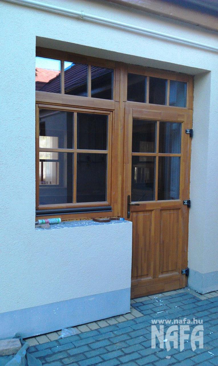 Fa nyílászárók, egyedi festett bejáratajtó, Kaposmérő Családiház