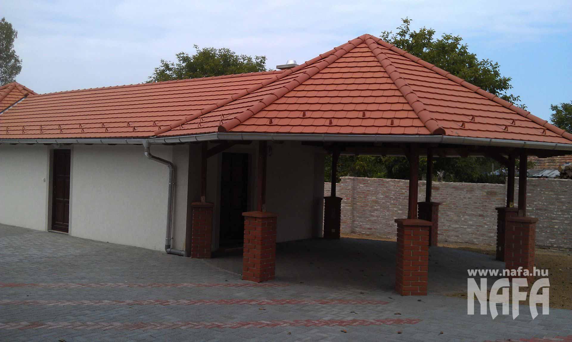 Fa nyílászárók, egyedi festett bejáratiajtók, Somogyszob Iskola