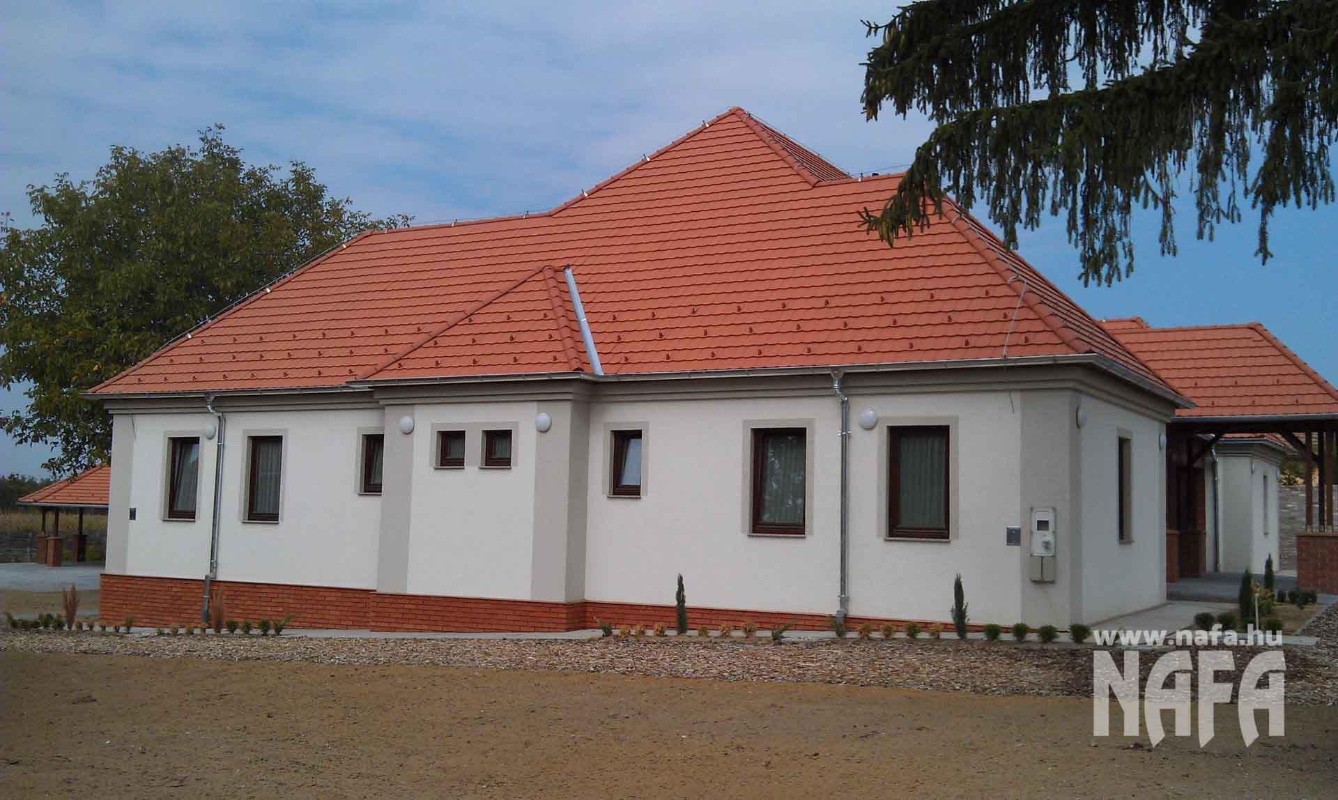 Fa nyílászárók, egyedi festett ablakok, Somogyszob Iskola
