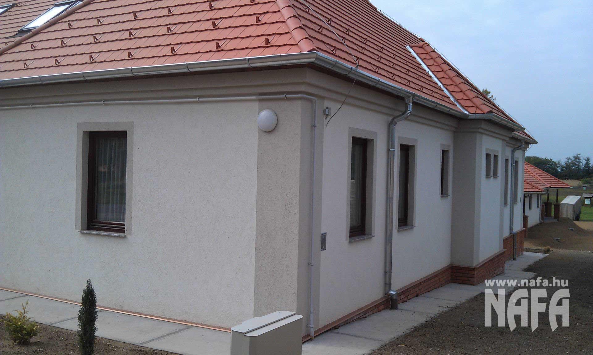 Fa nyílászárók, egyedi festett ablak, Somogyszob Iskola
