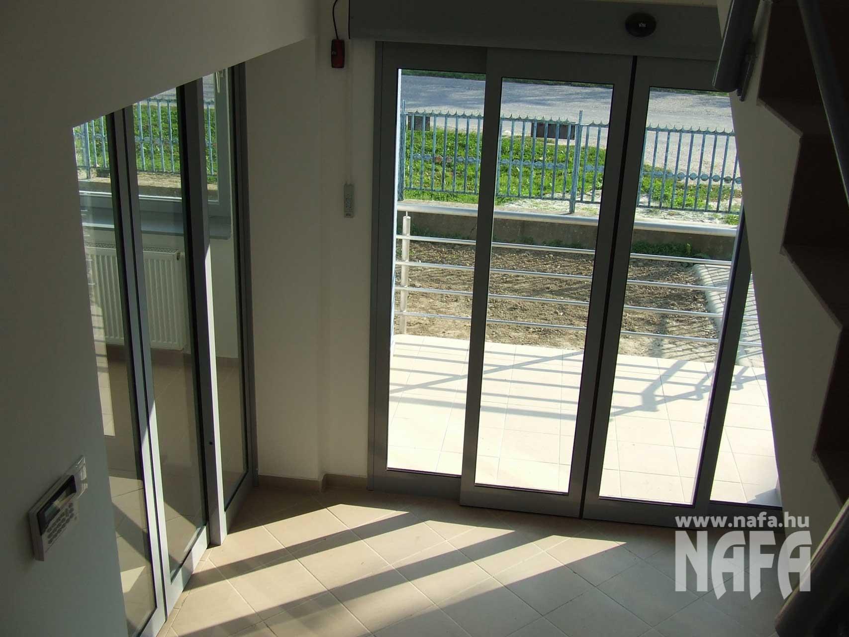 Műanyag nyílászárók, egyedi ablakok és ajtók, Pécs Irodaház