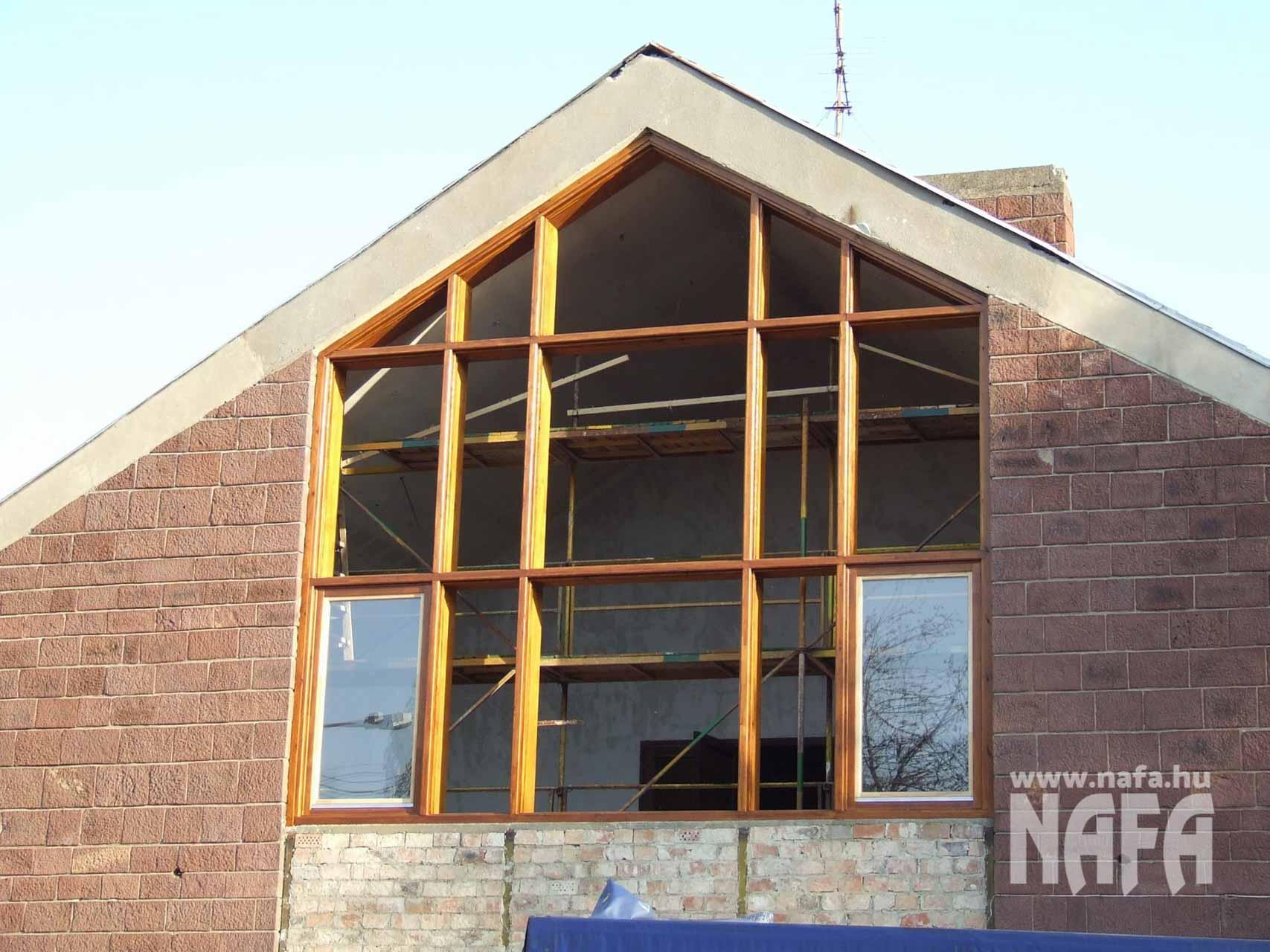 Fa nyílászárók, egyedi festett ablak, Tab Közintézmény