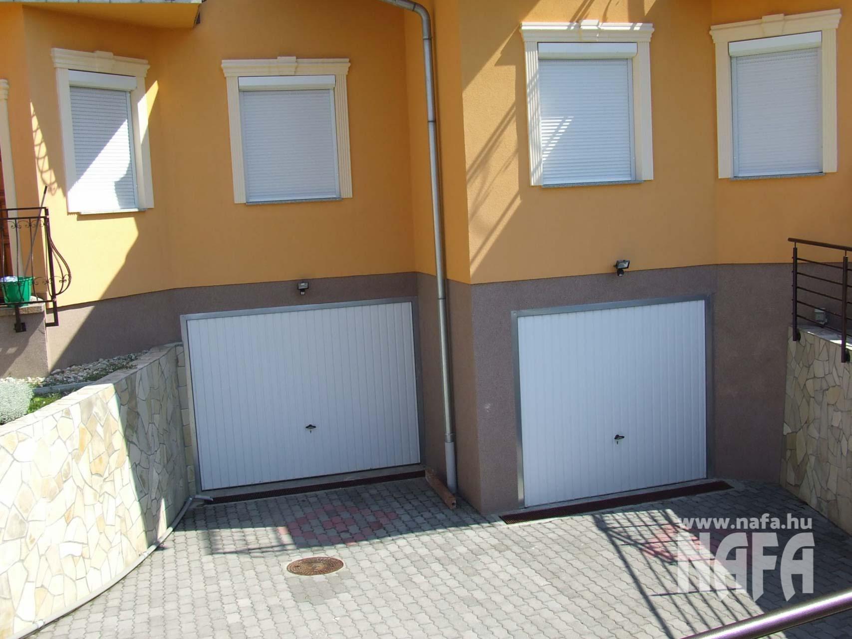 Műanyag nyílászárók, egyedi ablakok és ajtók, Pécs Társasház