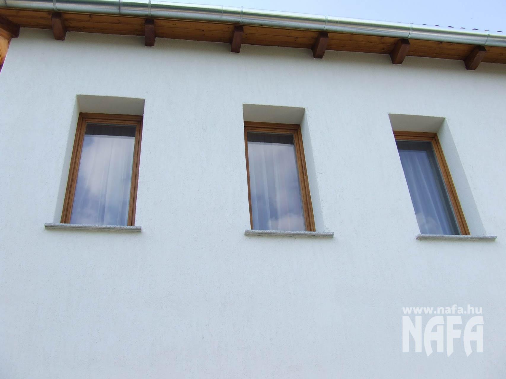 Fa nyílászárók, egyedi festett erkélyajtó, Ablak Pécs