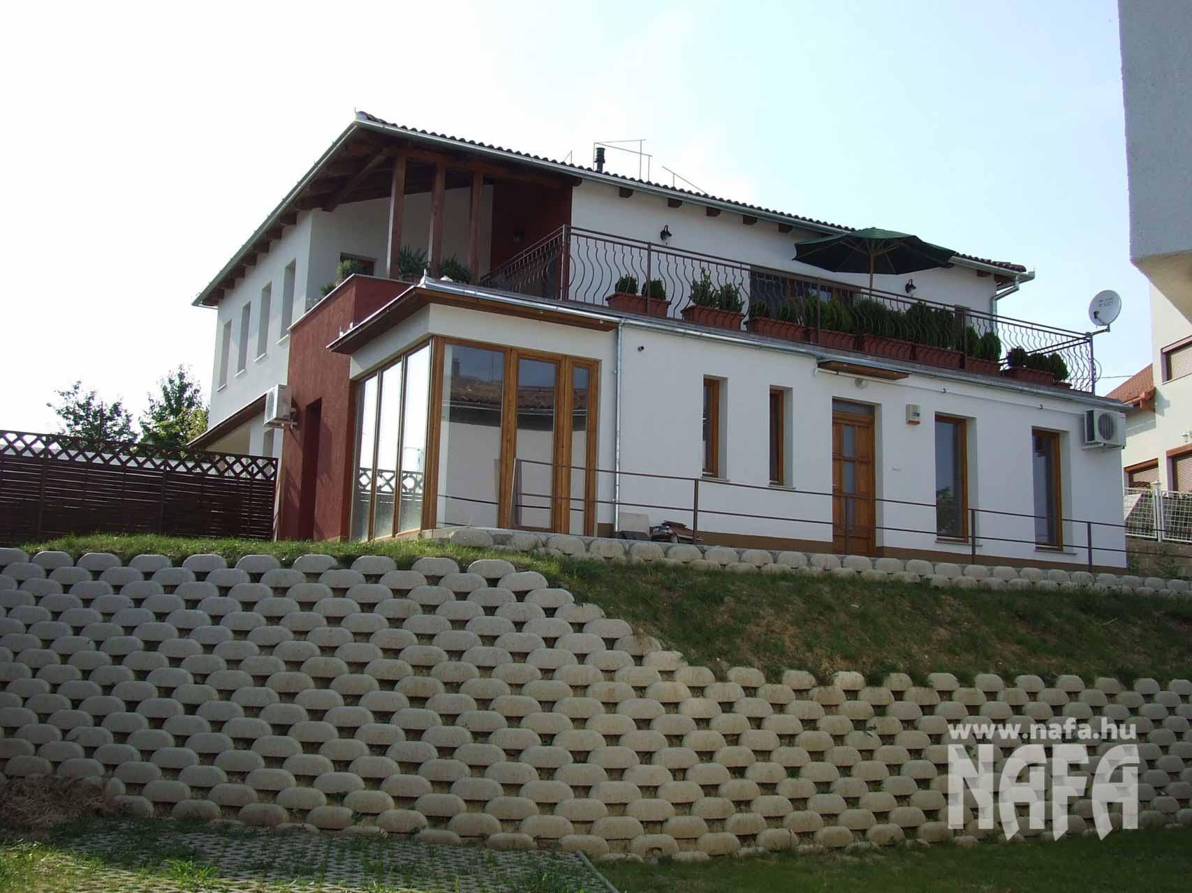 Fa nyílászárók, egyedi festett erkélyajtó, Bejátratiajtó Pécs