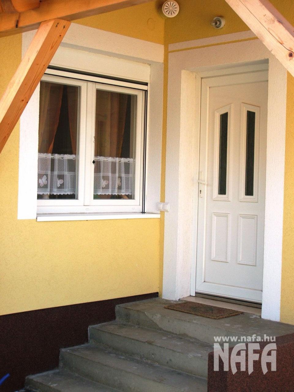 2 üveges műanyag bejárati ajtó