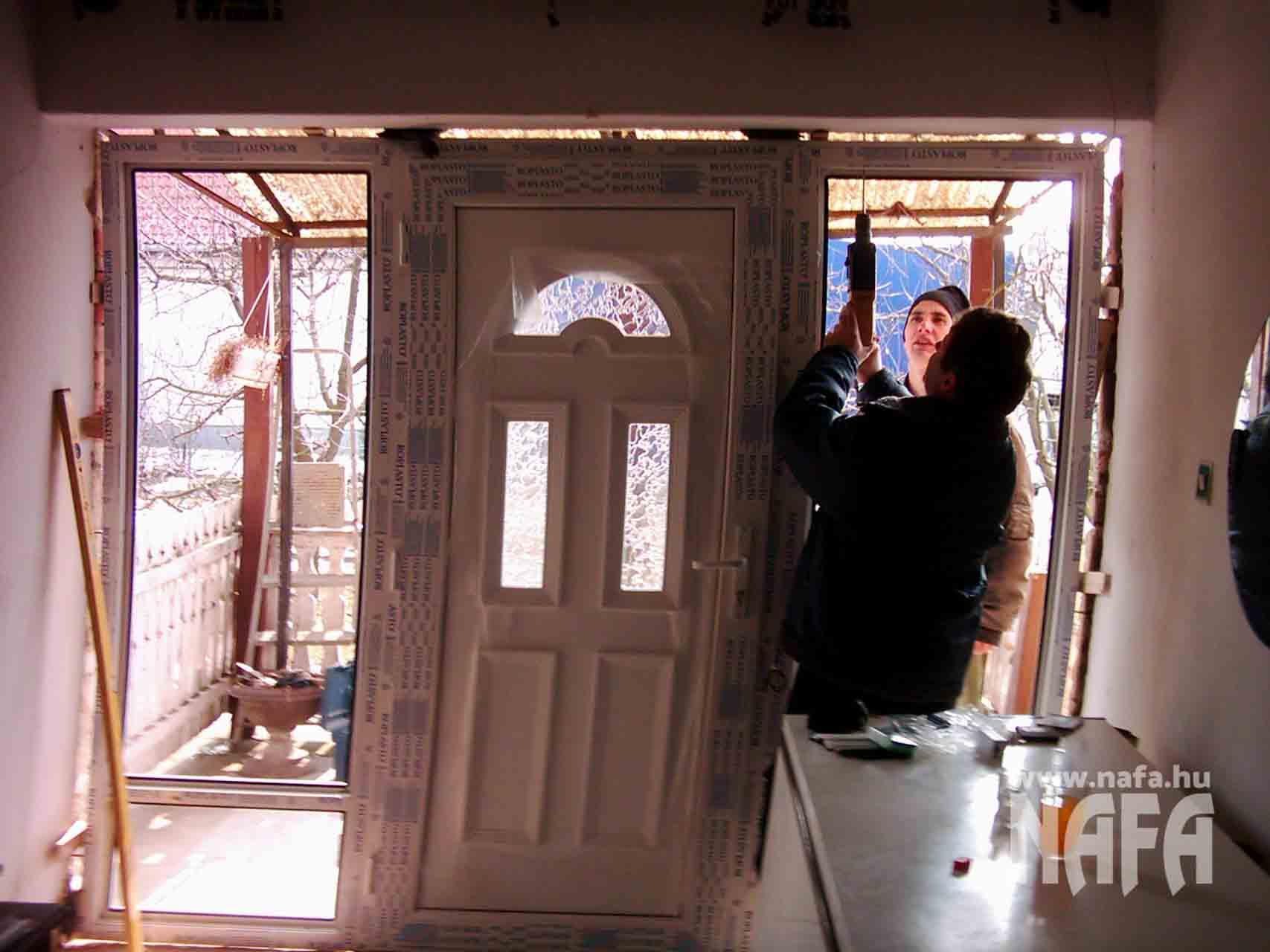Műanyag bejárati ajtó beépítés